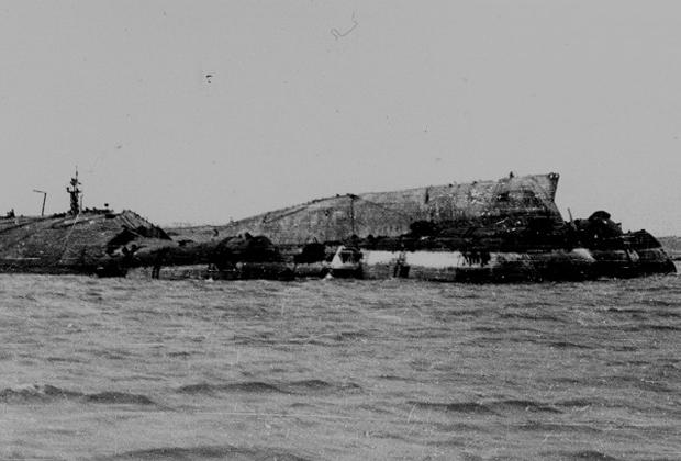 Корпус линкора «Новороссийск» после подъема со дна Черного моря