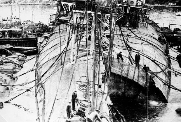 Май 1957 года. Носовая часть днища линкора «Новороссийск» после подъема