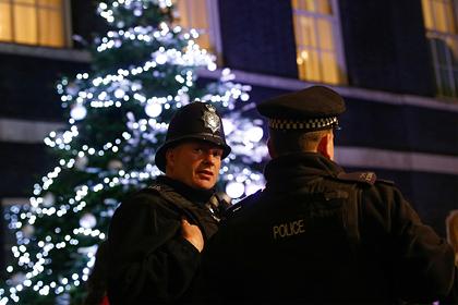 Полиция Британии пригрозила врываться в дома на Рождество из-за карантина