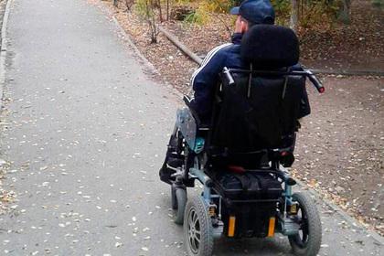 Суд отказал парализованному россиянину в инвалидной коляске