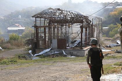 Армения обвинила Азербайджан в передаче линии фронта террористам