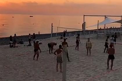Происходящее на пляжах Сочи в конце октября сняли на видео