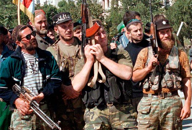 Боевики Салмана Радуева на митинге в Грозном