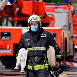 Спасатели научили россиян выживать при пожаре в подъезде