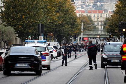 Во Франции сообщили о найденных вещах напавшего на церковь в Ницце террориста