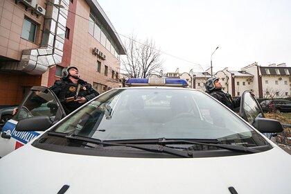 Россиянин прожил девять дней с трупом сожительницы под диваном
