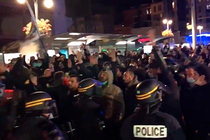 Французские националисты вышли на марш против ислама