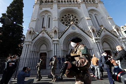 Устроивший теракт вНицце отправил семье фото перед церковью Нотр-Дам
