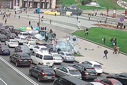 Внедорожник въехал в толпу на майдане Незалежности