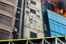 Мухаммед Сазид Хуссейн (Mohammad Sazid Hossain) запечатлел момент падения одного из жильцов дома, в котором начался пожар. В тот день из-за возгорания в 22-этажном строении в Дакке, столице Бангладеш, погибли 25 человек. Мужчина на фото пытался спастись, схватившись за кабель, однако потерял контроль при спуске и разбился насмерть.
