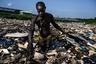 Базельская конвенция еще в 1992 года была призвана контролировать перевозку опасных отходов между странами. Но цель оградить здоровье человека и окружающую среду от пагубного воздействия далеко не везде была достигнута. От токсичного мусора страдают жители многих менее развитых стран. Агбогблоши — коммерческий район недалеко от центра столицы Ганы и крупнейшая свалка электроники (и не только) в мире.