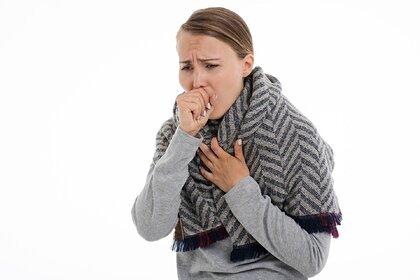 Российский врач признала вредным сдерживание кашля и чихания при болезни