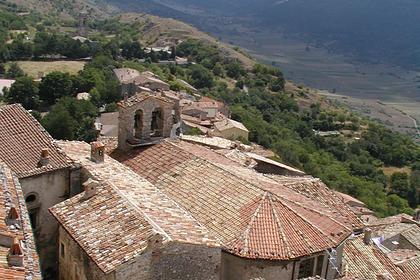 Итальянская деревня решила платить за переезд новым жителям