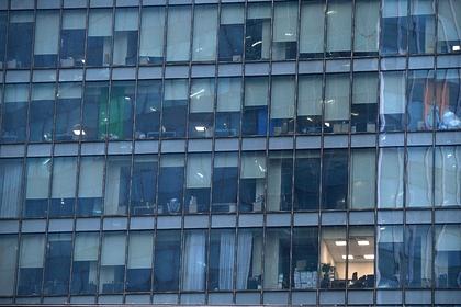 В России оценили вероятность заражения в офисе при одном заболевшем сотруднике