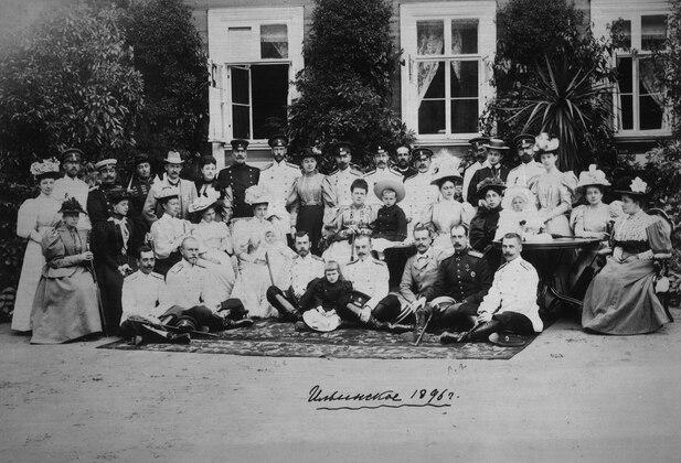 Царская семья в усадьбе Ильинское после коронации, 1896