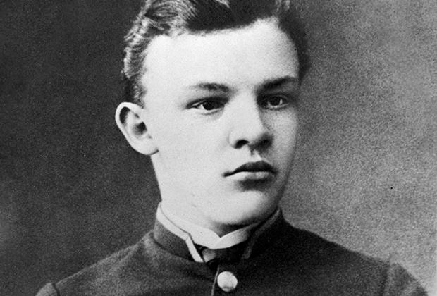 Владимир Ульянов после окончания гимназии, 1887 год