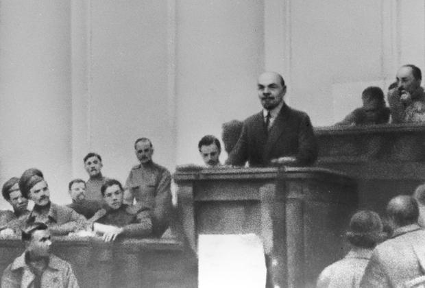 Ленин выступает в зале заседаний Таврического дворца, апрель 1917 года