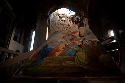 Собор Святого Христа Всеспасителя в Шуши, поврежденный взрывом снаряда