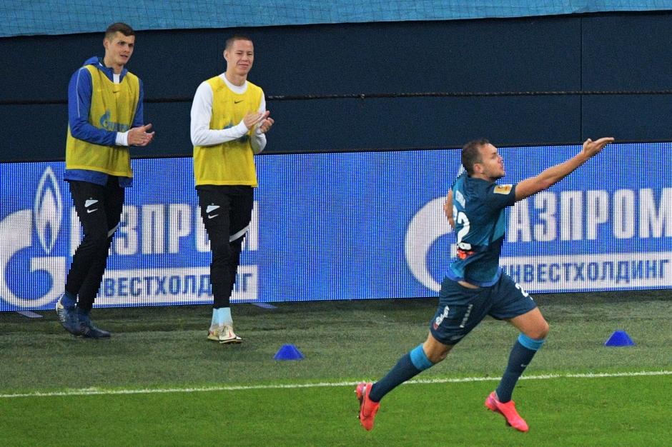 Артем Дзюба в матче с «Краснодаром»