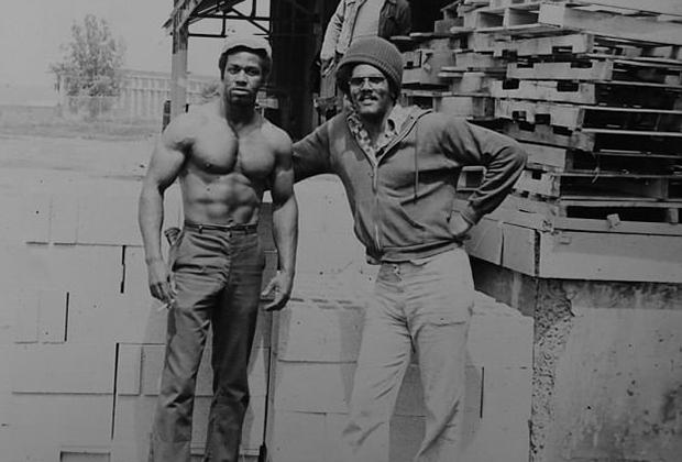 Ричард Филлипс (справа) в тюрьме