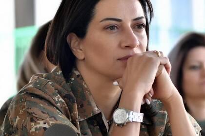 Жена Пашиняна призвала армян не поддаваться панике
