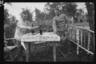 Немецкие солдаты накрывают на стол. Западный фронт, 1916 год.