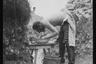 Утренний туалет немецкого солдата в окопе на передовой. Западный фронт, 1916 год.
