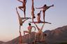 Свои фотографии Вудкокс обычно создает вместе с танцорами, которые  выступают его полноценными соавторами, одновременно дарящими художнику свои тела для того, чтобы он мог выстраивать из них хитроумные композиции.