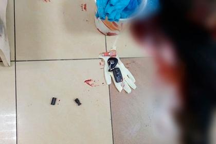 Под Петербургом муж выстрелил жене в лицо и зарубил ее в торговом центре