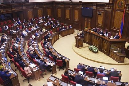 Оппозиция Армении заявила о кризисе после попытки отправить в отставку Пашиняна