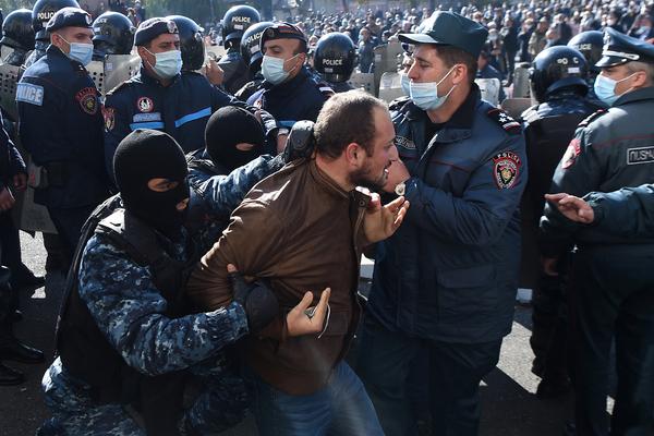 В Армении задержали десять оппозиционеров: Закавказье: Бывший СССР: Lenta.ru