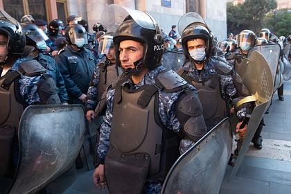 В Ереване начались массовые задержания требующих отставки Пашиняна