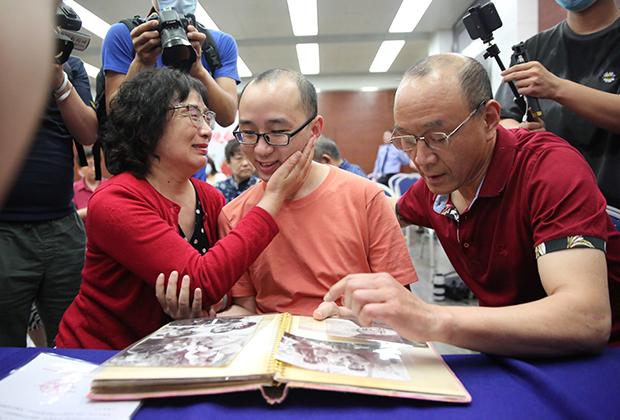 Мао Инь впервые за 32 года встретился с биологическими родителями