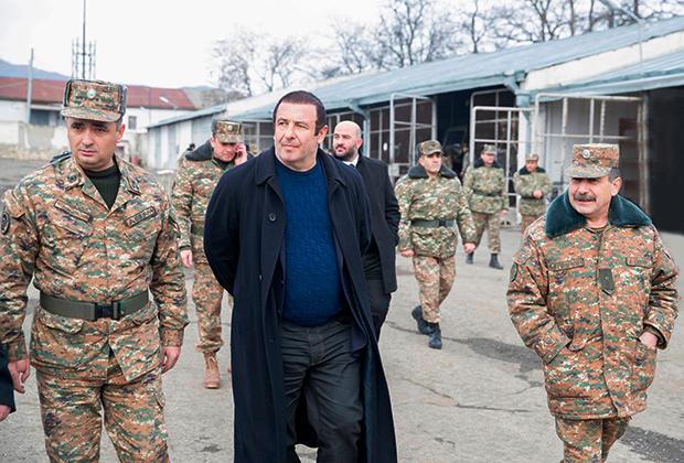 Гагик Царукян (в центре)