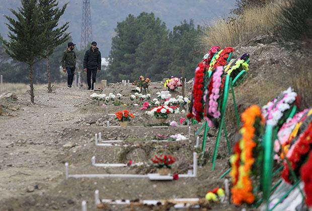 Могилы погибших в ходе боев за город Шуши