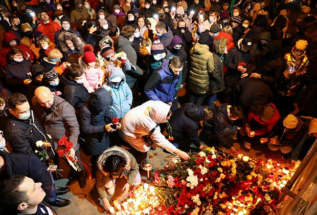 Народный мемориал на месте гибели Романа Бондаренко