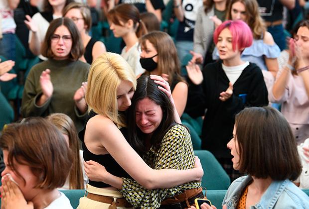 Студенты на собрании в Минском государственном лингвистическом университете (МГЛУ) по поводу акций протеста
