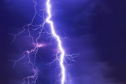 Ученые нашли способ управлять молнией с помощью лазера