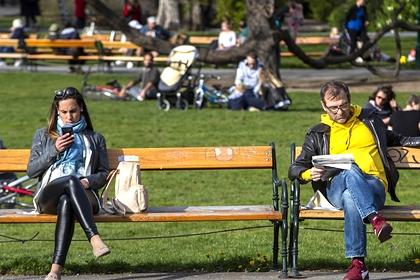 Отдыхающие в одном из парков Вены