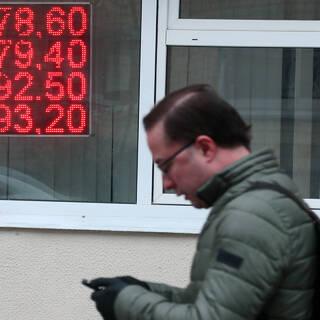Россияне начали оценивать квартиры в долларах