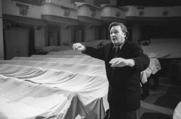 Роман Виктюк во время репетиции спектакля «Соборяне»