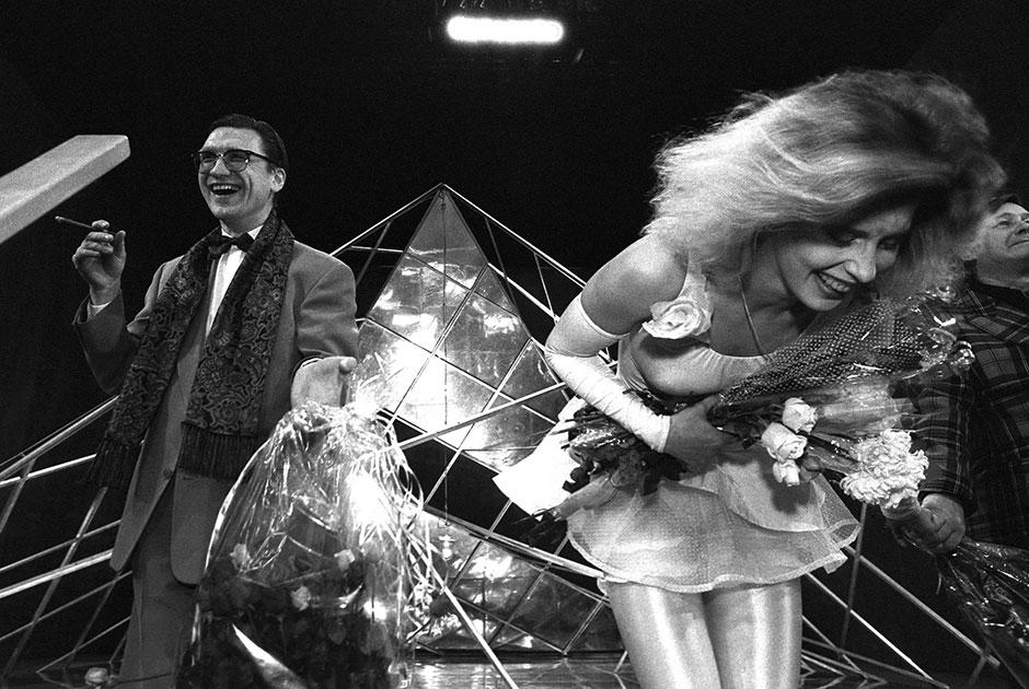 За дебютом в Львовском театре юного зрителя последовала работа в театрах Киева, Калинина и Вильнюса. До 1974 года Виктюк также был ведущим режиссером в Русском драматическом театре Литовской ССР, где отметился целым рядом запоминающихся постановок, включая «Продавца дождя» и «Мастера и Маргариту».