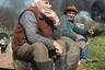 Янош Р. Сабо (Jnos R. Szab) родился и вырос в Кемере — небольшой деревне на Северо-Востоке Венгрии. Это место играет важную роль в его творчестве: жители небольших селений нередко попадают в объектив фотографа. <br><br> Сабо замечает, что сельские общины сохраняют все меньше элементов своего некогда традиционного образа жизни. На этих снимках автор запечатлел деревенских жителей, чьи дома стоят вдоль реки Эрег-тур (она навевает фотографу воспоминания о детстве и юности).