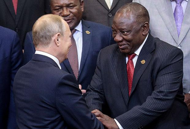 Путин и президент ЮАР Сирил Рамафоса на саммите в Сочи в 2019 году