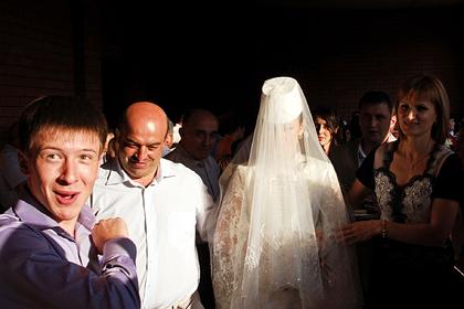 Синяки, 20-килограммовое платье и новая мать: как выдают замуж осетинских девушек