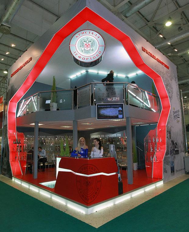 Стенд Торгового дома «Кристалл–Лефортово» компании-производителя алкоголя на 17-й Международной выставке продуктов питания «Продэкспо-2010» в выставочном комплексе «Экспоцентр».