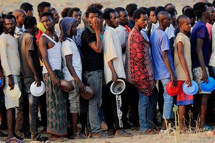 Беженцев призвали вернуться в охваченную войной африканскую страну