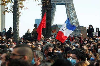Полиция применила против протестующих во Франции газовые баллончики и водометы