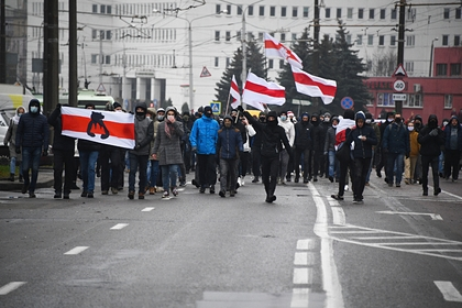 Протестующие в Минске отбили задержанного у силовиков