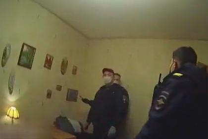 Россиянка сдала полиции сына из-за склада нелегального оружия в их квартире